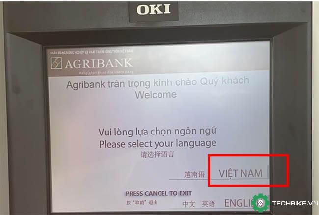 Buoc-1-nhet-the-vao-ATM-agribank-va-chon-ngon-ng*-dang-nhap.jpg
