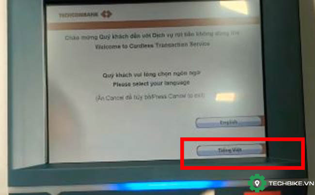 Chon-ngon-ng*-tieng-viet-de-nop-tien-khong-can-the-tren-atm-techcombank.jpg