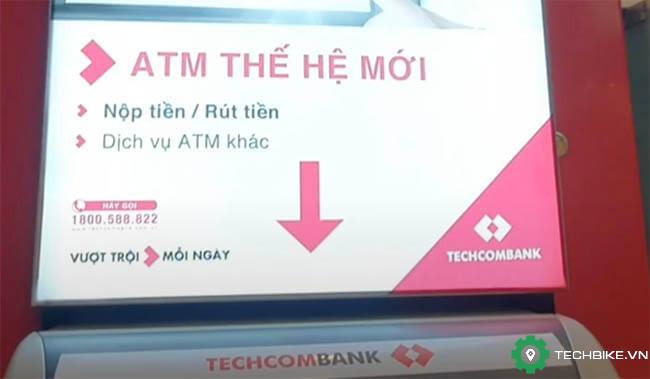 Nop-tien-vao-tai-khoan-techcombank-tren-cay-ATM-the-he-moi.jpg